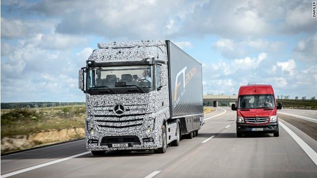140825111527-daimler-driverless-lorry-horizontal-gallery